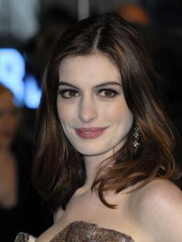 photo 269/527 - Anne Hathaway - Avant-premi�re royale � Londres (25 f�vrier 2010) - Alice au pays des Merveilles - © Walt Disney Studios Motion Pictures France