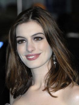 photo 276/527 - Anne Hathaway - Avant-premi�re royale � Londres (25 f�vrier 2010) - Alice au pays des Merveilles - © Walt Disney Studios Motion Pictures France