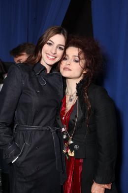 photo 443/527 - Anne Hathaway et Helena Bonham Carter - Ultimate Fan Event (25 fevrier 2010) - Alice au pays des Merveilles - © Walt Disney Studios Motion Pictures France