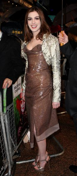 photo 379/527 - Anne Hathaway - Avant-premi�re royale � Londres (25 f�vrier 2010) - Alice au pays des Merveilles - © Walt Disney Studios Motion Pictures France