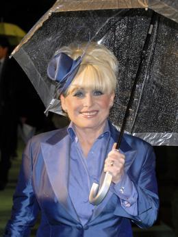 photo 296/527 - Barbara Windsor - Avant-premi�re royale � Londres (25 f�vrier 2010) - Alice au pays des Merveilles - © Walt Disney Studios Motion Pictures France
