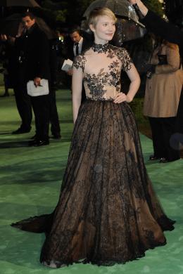 photo 240/527 - Mia Wasikowska - Avant-premi�re royale � Londres (25 f�vrier 2010) - Alice au pays des Merveilles - © Walt Disney Studios Motion Pictures France