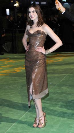 photo 236/527 - Anne Hathaway - Avant-premi�re royale � Londres (25 f�vrier 2010) - Alice au pays des Merveilles - © Walt Disney Studios Motion Pictures France