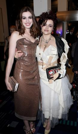 photo 386/527 - Anne Hathaway et Helena Boham Carter - Avant-premi�re royale � Londres (25 f�vrier 2010) - Alice au pays des Merveilles - © Walt Disney Studios Motion Pictures France