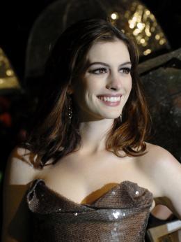 photo 266/527 - Anne Hathaway - Avant-premi�re royale � Londres (25 f�vrier 2010) - Alice au pays des Merveilles - © Walt Disney Studios Motion Pictures France