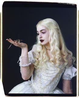photo 87/527 - Anne Hathaway - Alice au pays des Merveilles - © Walt Disney Studios Motion Pictures France