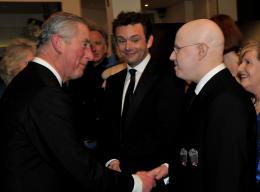 photo 343/527 - Le Prince Charles, Michael Sheen et Matt Lucas  - Avant-premi�re royale � Londres (25 f�vrier 2010) - Alice au pays des Merveilles - © Walt Disney Studios Motion Pictures France