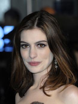 photo 255/527 - Anne Hathaway - Avant-premi�re royale � Londres (25 f�vrier 2010) - Alice au pays des Merveilles - © Walt Disney Studios Motion Pictures France