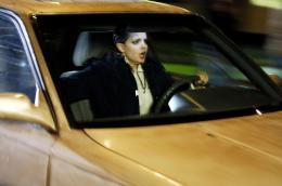 photo 2/9 - Mena Suvari - Stuck