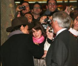 photo 66/82 - Johnny Depp - Avant-première de Sweeney Todd à Paris, janvier 2008 - Sweeney Todd, le diabolique barbier de Fleet Street - © Isabelle Vautier pour Commeaucinema.com 2008