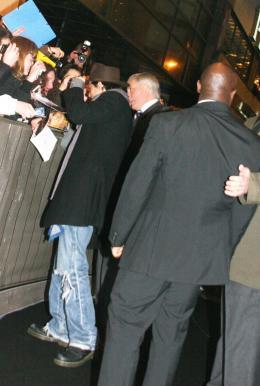 photo 67/82 - Johnny Depp - Avant-première de Sweeney Todd à Paris, janvier 2008 - Sweeney Todd, le diabolique barbier de Fleet Street - © Isabelle Vautier pour Commeaucinema.com 2008