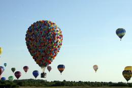 photo 390/409 - La Montgolfi�re de L�-Haut au Mondial Air Ballons - L�-Haut - © Walt Disney Studios Motion Pictures France