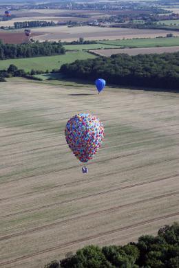 photo 384/409 - La Montgolfi�re de L�-Haut au Mondial Air Ballons - L�-Haut - © Walt Disney Studios Motion Pictures France