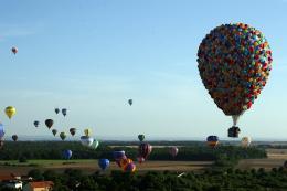 photo 395/409 - La Montgolfi�re de L�-Haut au Mondial Air Ballons - L�-Haut - © Walt Disney Studios Motion Pictures France