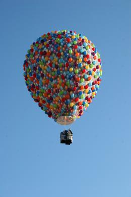 photo 388/409 - La Montgolfi�re de L�-Haut au Mondial Air Ballons - L�-Haut - © Walt Disney Studios Motion Pictures France