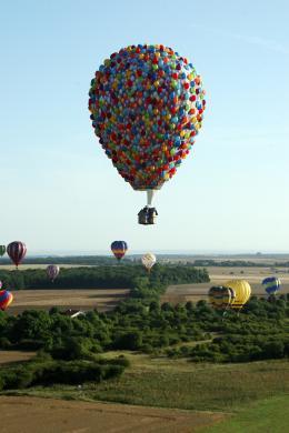 photo 386/409 - La Montgolfi�re de L�-Haut au Mondial Air Ballons - L�-Haut - © Walt Disney Studios Motion Pictures France