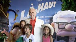 photo 407/409 - Charles Aznavour - Avant-Premi�re au Path� Plan de Campagne - L�-Haut - © Walt Disney Studios Motion Pictures France