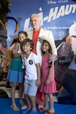 photo 402/409 - Charles Aznavour - Avant-Premi�re au Path� Plan de Campagne - L�-Haut - © Walt Disney Studios Motion Pictures France