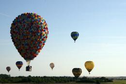 photo 389/409 - La Montgolfi�re de L�-Haut au Mondial Air Ballons - L�-Haut - © Walt Disney Studios Motion Pictures France