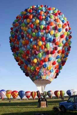 photo 383/409 - La Montgolfi�re de L�-Haut au Mondial Air Ballons - L�-Haut - © Walt Disney Studios Motion Pictures France
