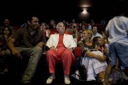 photo 408/409 - Charles Aznavour - Avant-Premi�re au Path� Plan de Campagne - L�-Haut - © Walt Disney Studios Motion Pictures France