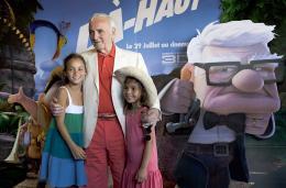 photo 404/409 - Charles Aznavour - Avant-Premi�re au Path� Plan de Campagne - L�-Haut - © Walt Disney Studios Motion Pictures France