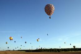photo 399/409 - La Montgolfi�re de L�-Haut au Mondial Air Ballons - L�-Haut - © Walt Disney Studios Motion Pictures France