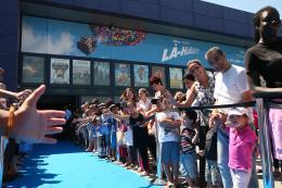 photo 403/409 - Charles Aznavour - Avant-Premi�re au Path� Plan de Campagne - L�-Haut - © Walt Disney Studios Motion Pictures France
