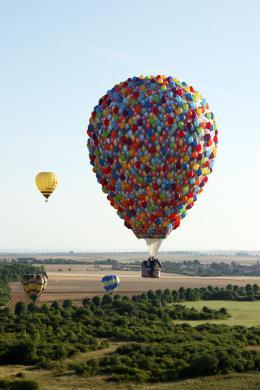 photo 387/409 - La Montgolfi�re de L�-Haut au Mondial Air Ballons - L�-Haut - © Walt Disney Studios Motion Pictures France