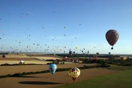 photo 393/409 - La Montgolfi�re de L�-Haut au Mondial Air Ballons - L�-Haut - © Walt Disney Studios Motion Pictures France