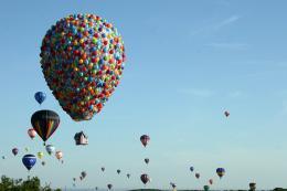 photo 398/409 - La Montgolfi�re de L�-Haut au Mondial Air Ballons - L�-Haut - © Walt Disney Studios Motion Pictures France