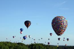 photo 397/409 - La Montgolfi�re de L�-Haut au Mondial Air Ballons - L�-Haut - © Walt Disney Studios Motion Pictures France