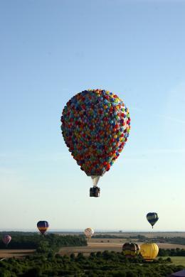 photo 385/409 - La Montgolfi�re de L�-Haut au Mondial Air Ballons - L�-Haut - © Walt Disney Studios Motion Pictures France