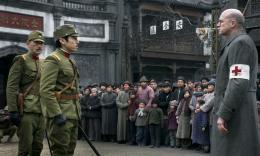 photo 12/16 - Tetta Sugimoto, Kagawa Teruyuki, Ulrich Tukur - John Rabe, Le juste de Nankin - © Albany Films Distribution