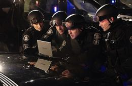photo 43/49 - Michael Cram, Hugh Dillon, David Paetkau, Jessica Steen - Saison 1 - Flashpoint - Saison 1 - © CBS