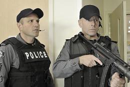 photo 29/49 - Enrico Colantoni et Hugh Dillon - Saison 1 - Flashpoint - Saison 1 - © CBS