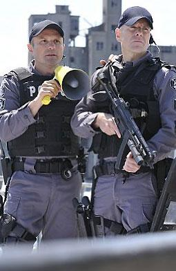 photo 34/49 - Enrico Colantoni, Hugh Dillon - Saison 1 - Flashpoint - Saison 1 - © CBS