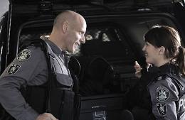 photo 5/49 - Amy Jo Johnson et Hugh Dillon - Saison 1 - Flashpoint - Saison 1 - © CBS