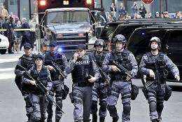 photo 3/49 - Enrico Colantoni, Michael Cram, Hugh Dillon et Amy Jo Johnson - Saison 1 - Flashpoint - Saison 1 - © CBS