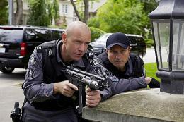 photo 17/49 - Hugh Dillon et Enrico Colantoni - Saison 1 - Flashpoint - Saison 1 - © CBS