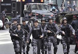 photo 7/49 - Enrico Colantoni, Michael Cram, Hugh Dillon et Amy Jo Johnson - Saison 1 - Flashpoint - Saison 1 - © CBS