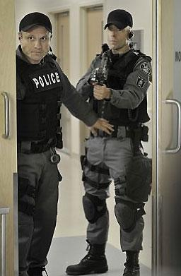 photo 42/49 - Enrico Colantoni et Hugh Dillon - Saison 1 - Flashpoint - Saison 1 - © CBS