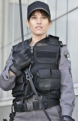 photo 15/49 - Amy Jo Johnson - Saison 1 - Flashpoint - Saison 1 - © CBS