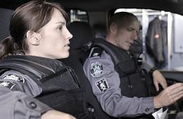 photo 4/49 - Amy Jo Johnson et Hugh Dillon - Saison 1 - Flashpoint - Saison 1 - © CBS