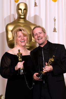 La Vengeance dans la Peau Karen Baker et Per Hallberg - Cérémonie des Oscars 2008, Photocall des lauréats photo 2 sur 133