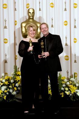 La Vengeance dans la Peau Karen Baker et Per Hallberg - Cérémonie des Oscars 2008, Photocall des lauréats photo 1 sur 133