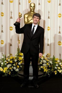 Reviens-moi Dario Marianelli - C�r�monie des Oscars 2008, Photocall des laur�ats photo 2 sur 63