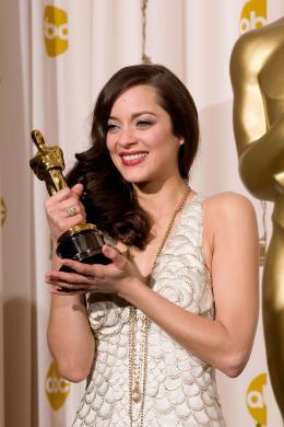 photo 316/393 - 80�me C�r�monie des Oscars 2008 - Marion Cotillard - © A.M.P.A.S.