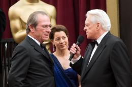 Dans la Vallée d'Elah Tommy Lee Jones et sa femme - Cérémonie des Oscars 2008, Tapis Rouge photo 2 sur 38