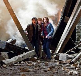 photo 43/132 - Daniel Radcliffe, Rupert Grint, Emma Watson - Harry Potter et Les Reliques de la Mort - 2ème Partie - © Warner Bros